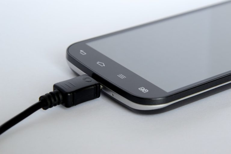 Things You Are Doing Wrong When Charging Your Smartphone