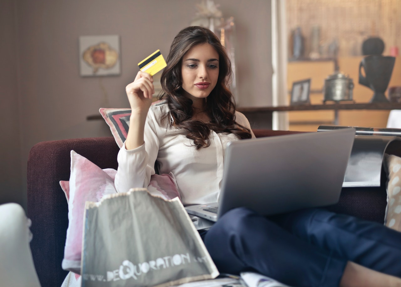 Top Reason why online shopping is better than offline